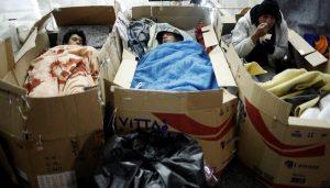کارتن خواب ها و افراد بی خانمان در اتوبوس ساماندهی می شوند