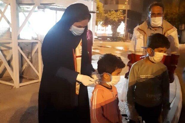 اهدای اقلام بهداشتی به کودکان کار بوشهری
